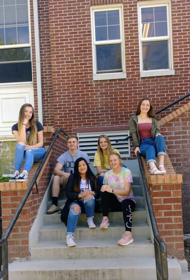 Top row on stairs: Dylan McInnis, Kate Gomes; Bottom row on stairs: Josie Wright, Julie Easton; Left Railing: Aylia Seibel; Right Railing: Hope Ellis
