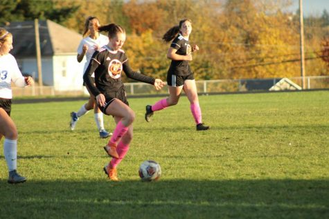 Hannah Jolly makes a run to the goal in a game against Blanchet Catholic
