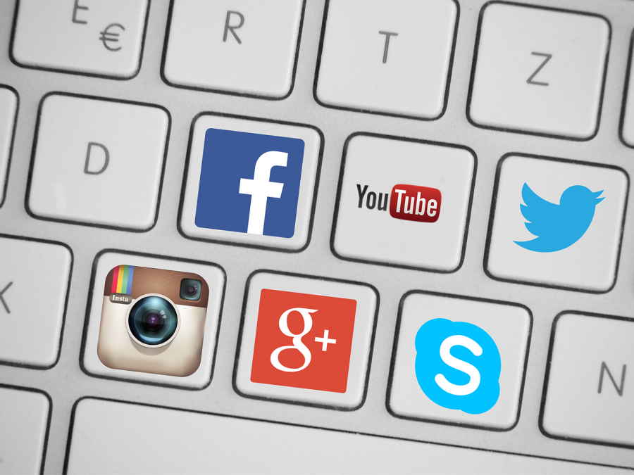 Social+media+is+right+under+your+fingertips+and+with+its+increased+accessibility+comes+an+epidemic+of+negative+body+images